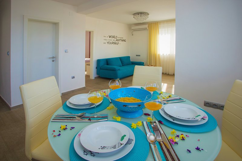 New two bedroom apartment in villa with pool, holiday rental in Razanj