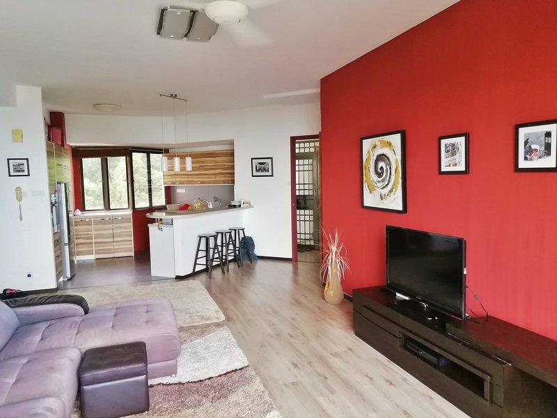 Beautiful Penang 3 Bed Sea View Apartment, holiday rental in Batu Ferringhi