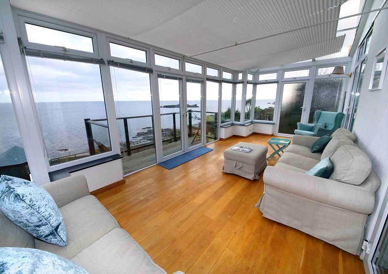 Trevona, a 4 Bed Home with Spectacular Sea Views, location de vacances à Mousehole