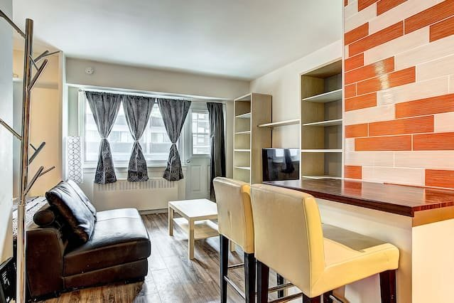 DS   Modern Studio   Downtown Montreal #506, vacation rental in Montreal