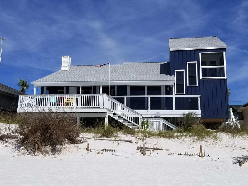 FantaSea Beach House. La playa es tu patio trasero!