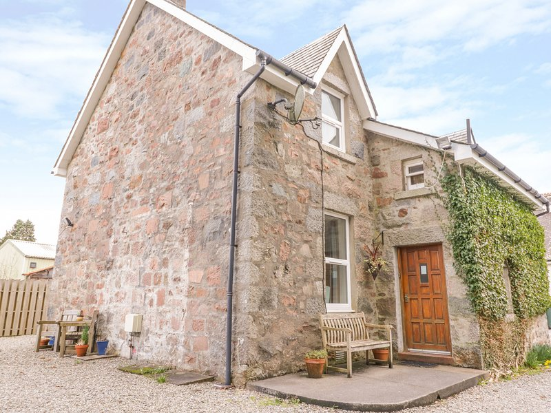THE KNOWE LOWER, all ground floor, gas fire, off road parking, shared garden, vacation rental in Kilchrenan