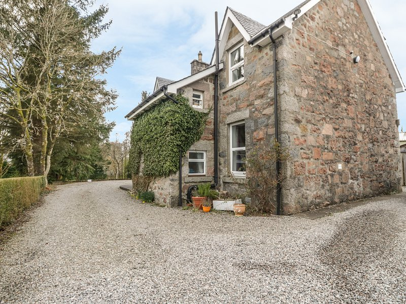 THE KNOWE UPPER, all first floor, electric fire, off road parking, shared, casa vacanza a Ardchattan