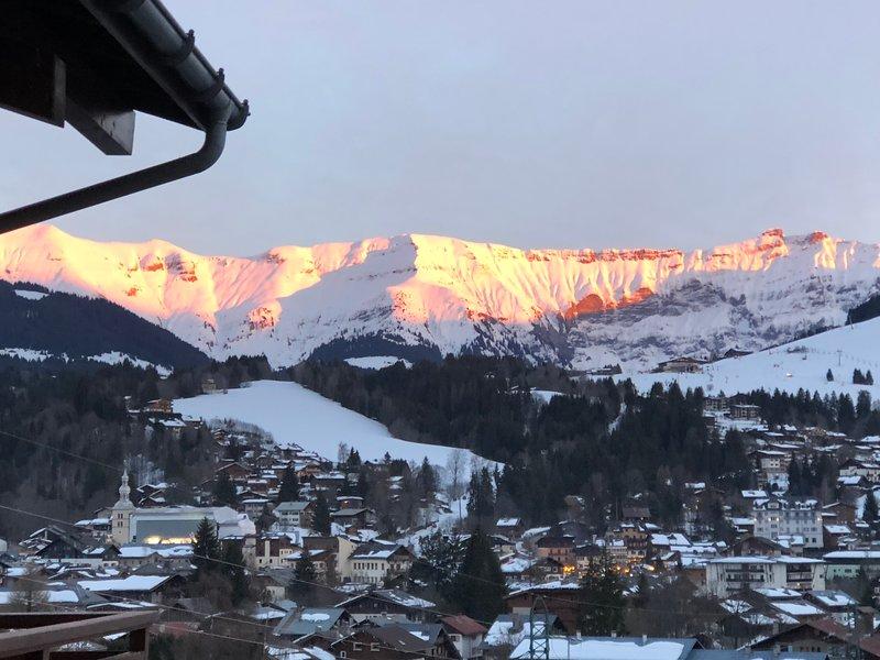 Appartement dans un chalet avec une superbe vue sur le village et la montagne, alquiler vacacional en Megève
