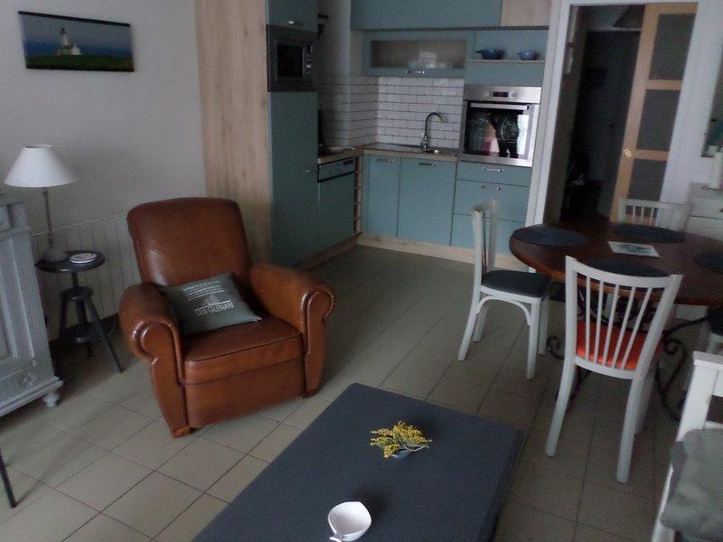 APPARTEMENT 300 M DE LA PLAGE DE KERLEVEN, location de vacances à La Foret-Fouesnant