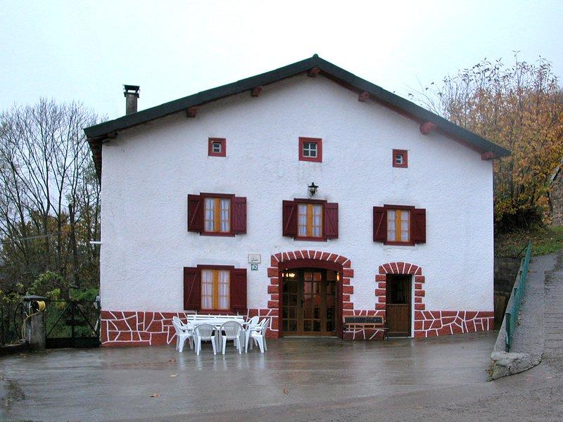 Casa Rural Navarlaz pirineo navarro, location de vacances à Gaindola