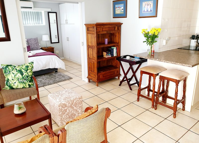 D'Urban Ridge Self Catering Apartment - central, quiet, comfortable, holiday rental in Durbanville