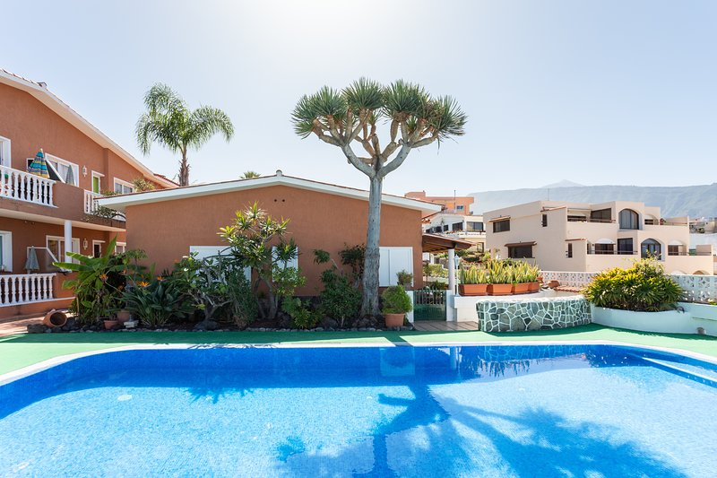 Residencial Apartment with Wifi, Parking and Pool!, vacation rental in Puerto de la Cruz