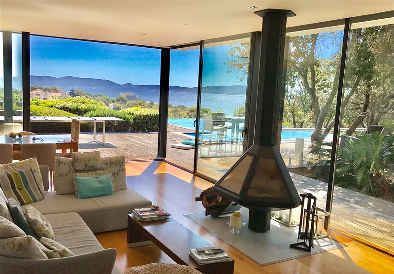 Villa d'exception Giens face à l'île de Porquerolles 8 pers.4 ch.Piscine miroir, holiday rental in Giens