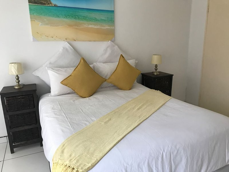 Lala s guesthouse Family room 1, holiday rental in Roodepoort