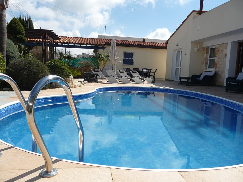 Villa Wisteria, Drouseia  FREE WiFi Has Private Outdoor Pool