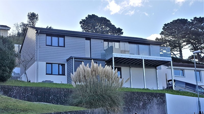 Enjoyable Salcombe 4 Bed Holiday Home With 10 Min Walk To Northsands Download Free Architecture Designs Viewormadebymaigaardcom