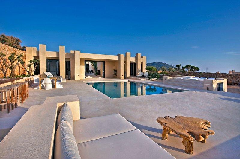 Cala Vadella Villa Sleeps 10 with Pool and Air Con - 5049289, holiday rental in Cala Vadella