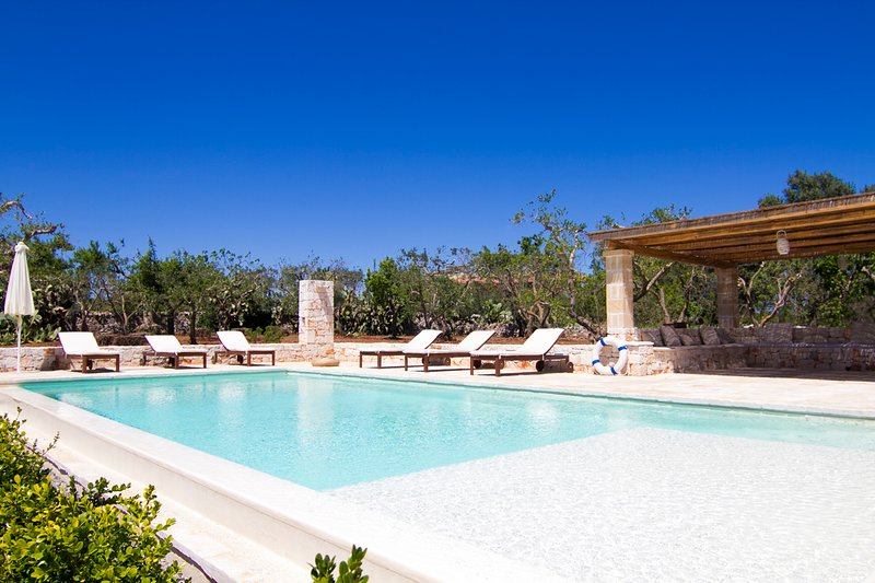 Cervillo Villa Sleeps 7 with Pool - 5776469, holiday rental in Calabrese