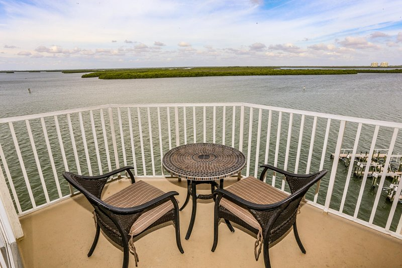 Hot Tub, Heated Pool & Incredible 7th Floor Views of the Gulf!, holiday rental in Estero