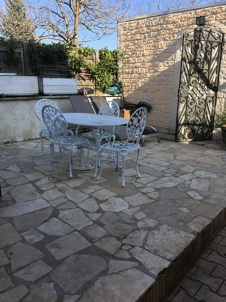 Amazing studio with garden & Wifi, holiday rental in Savigny-les-Beaune