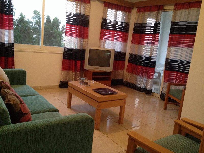Cozy 1BR Apt near Amenities, Free Wi-Fi. Chloraka, Paphos, vacation rental in Empa