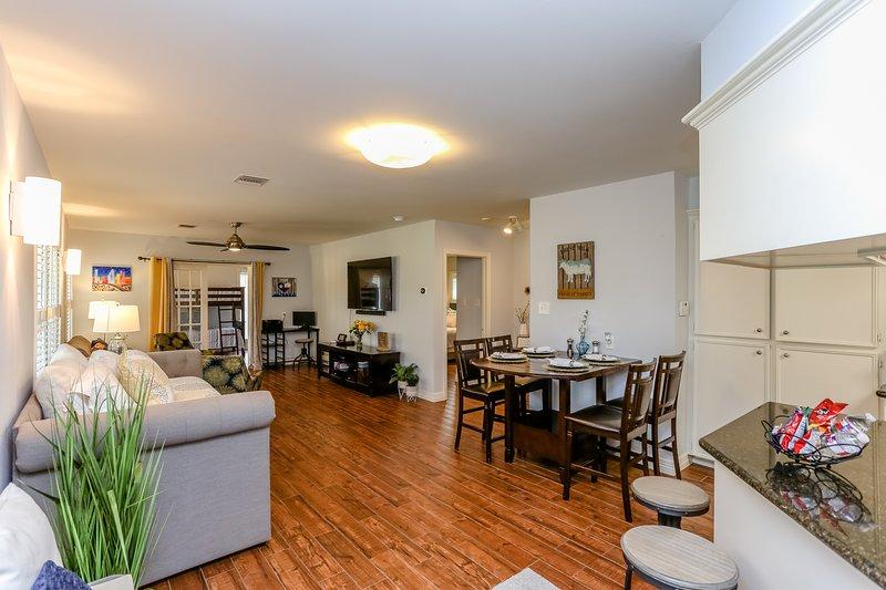 The Texas Bluebonnet - Luxury Vacation Home Sleeps 12, location de vacances à Missouri City