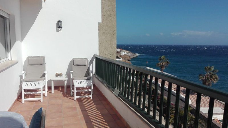 Nice apartment, lovely sea view in front of the beach, holiday rental in Poris de Abona