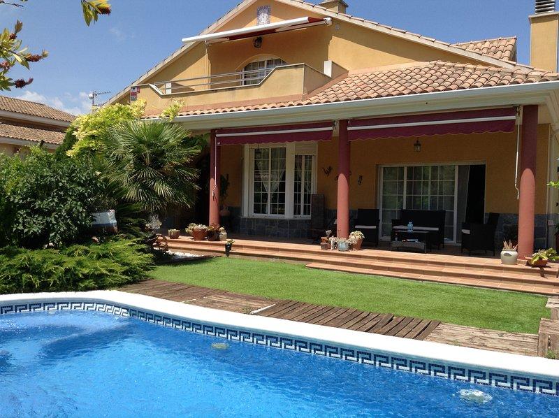 Casa espectacular con piscina cerca de Sitges, aluguéis de temporada em Canyelles
