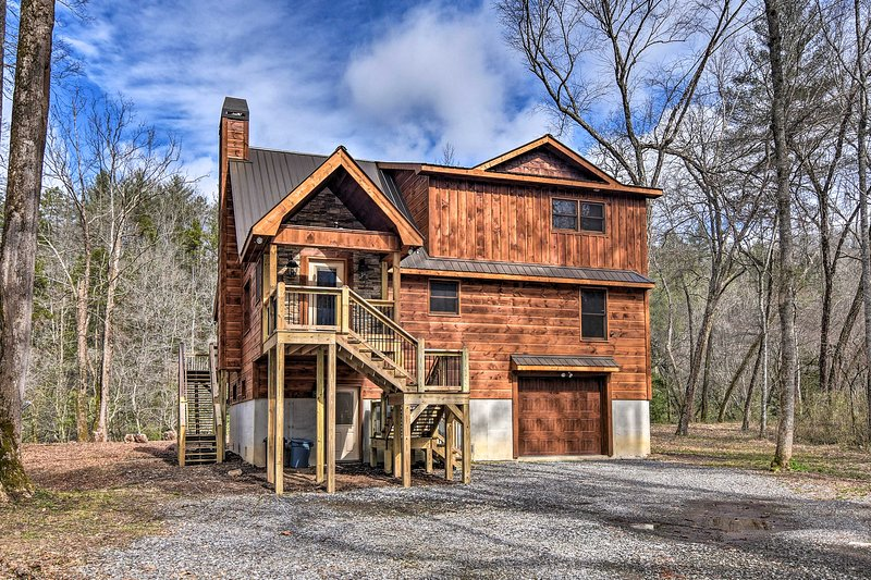 Modern Murphy Cabin w/ Nottely River Views!, holiday rental in Culberson