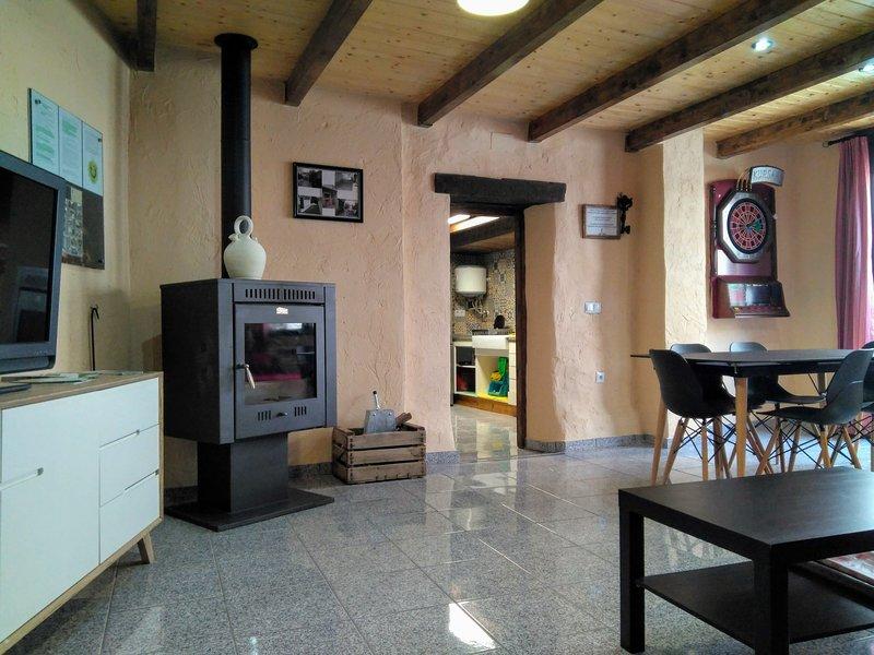 Casa Rural CHASCA Y BARRO, alquiler vacacional en Casas de Ves