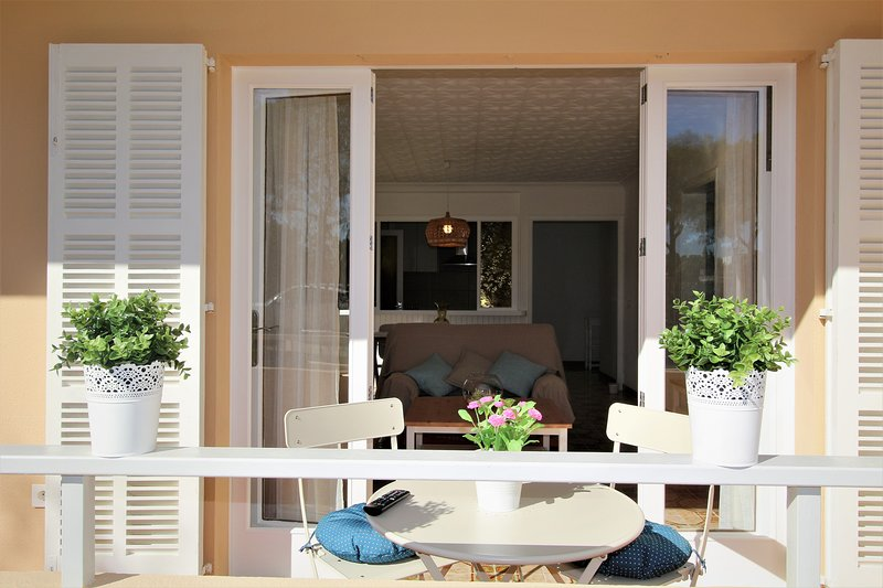 Aiguamarina Beach Apartment in Puerto de Alcúdia, Mallorca, Balearic Island, alquiler de vacaciones en Port d'Alcudia