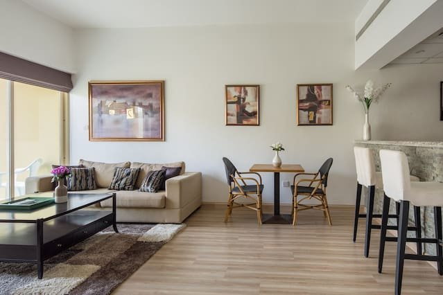 Spacious 1BR in The Greens!, holiday rental in Jebel Ali