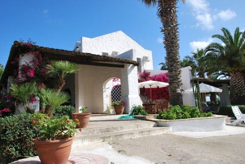 The Holiday and Art Seahorse House, holiday rental in Rilievo