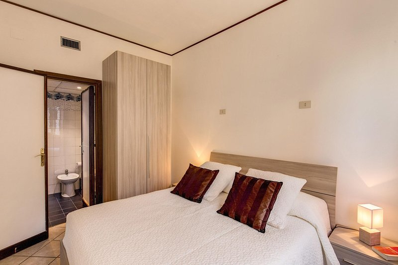 Slate 4 -1bedroom - aerial colosseo Chalet in Rome