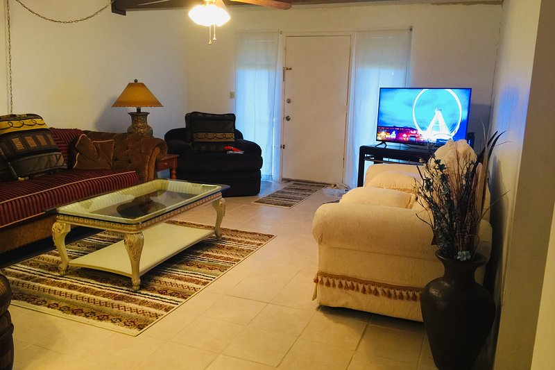 Casa Bonita IV- 2 suites 2BR/2BA 1250 sf (116 m2)Spacious Cozy Serene SW Style, alquiler vacacional en El Mirage