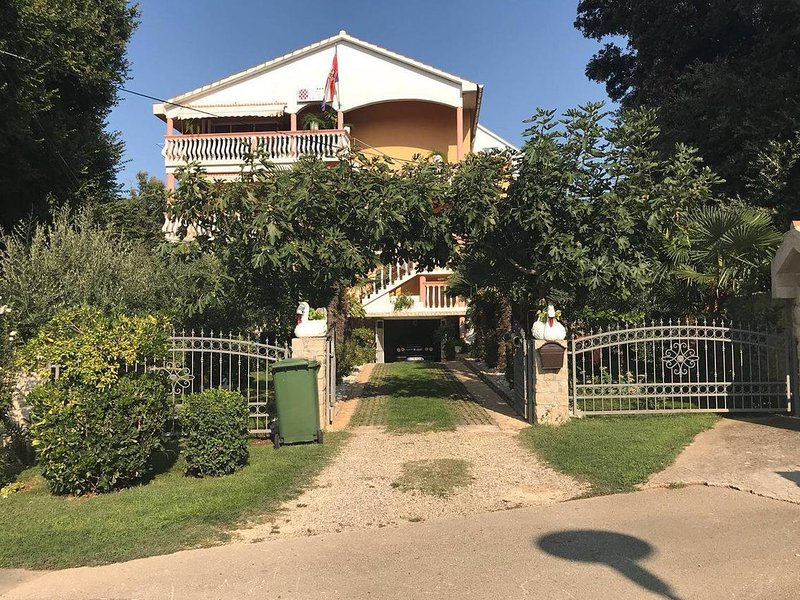 Three bedroom apartment Zaton, Zadar (A-12988-b), vacation rental in Zaton