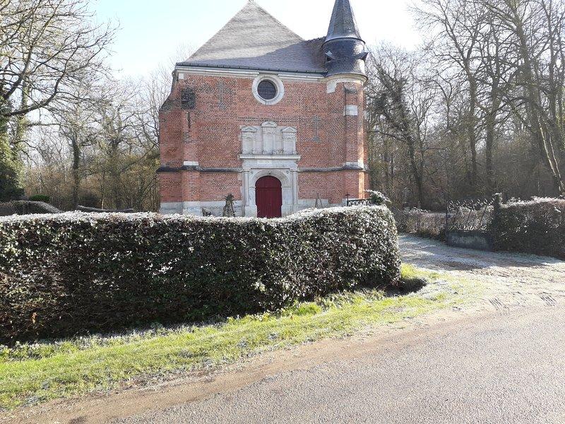 Superbe longère en face chapelle du XVeme siècle TROIS ETOTS, France, holiday rental in Pronleroy