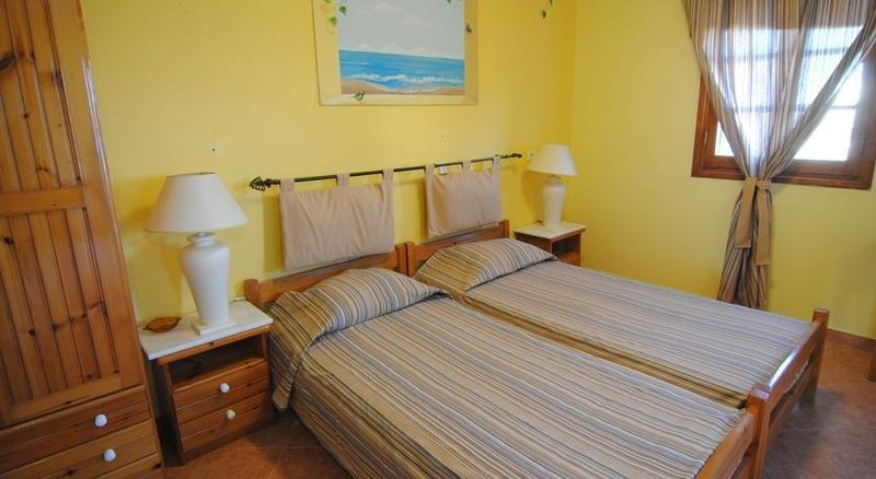 Tommy's Rooms Haraki, holiday rental in Charaki