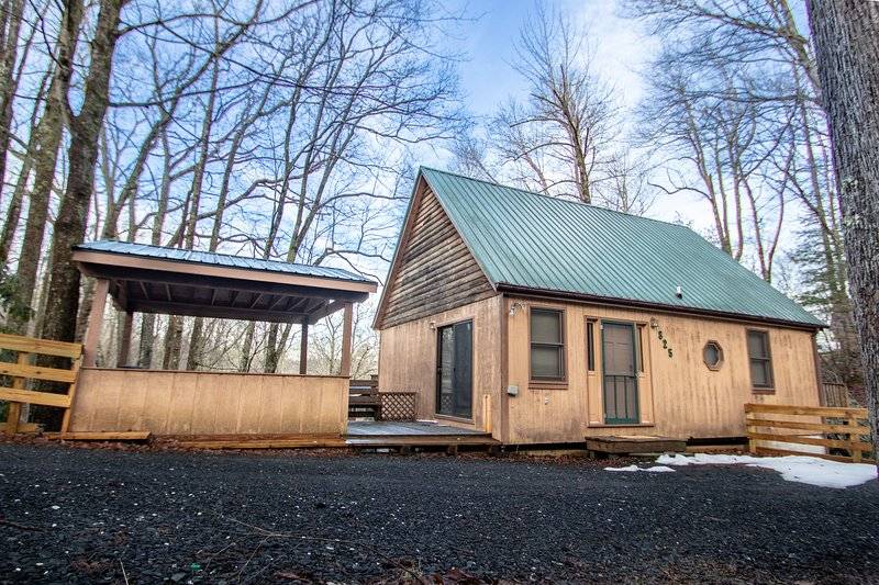 Newly Renovated House In The Blue Ridge Mountains, holiday rental in Jonas Ridge