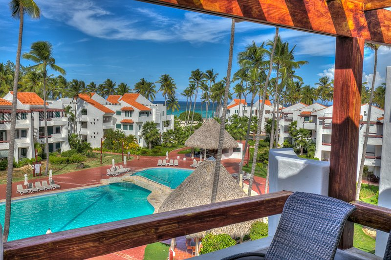 Exquisite Ocean and pool view Apartment next to the beach, alquiler de vacaciones en Bávaro