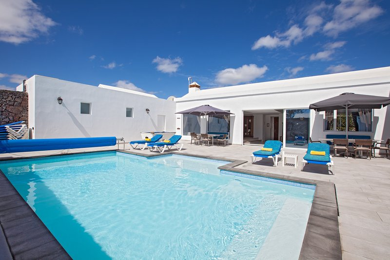 Cartaphilus - Great villa for large families, location de vacances à Puerto Del Carmen