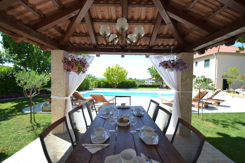 Amazing Villa near Split with private pool and playground, holiday rental in Kucine