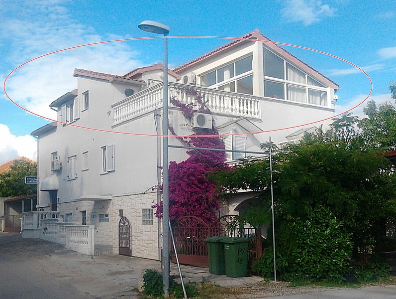 Apartment Tony (Islands view), alquiler de vacaciones en Tribunj