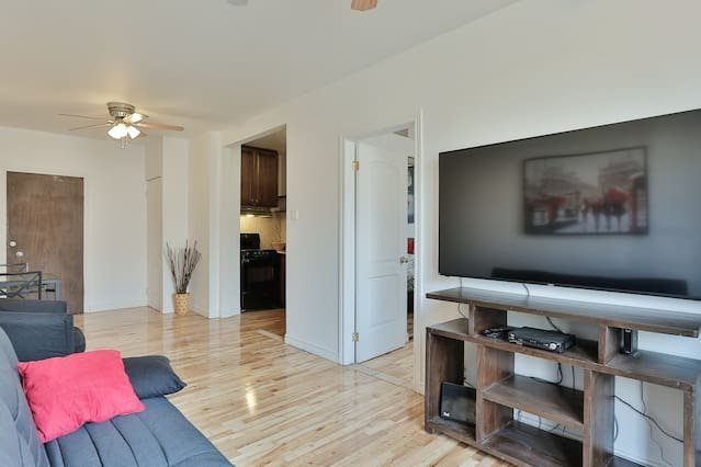 Destination Loft Minutes from Downtown #103, vacation rental in Montreal