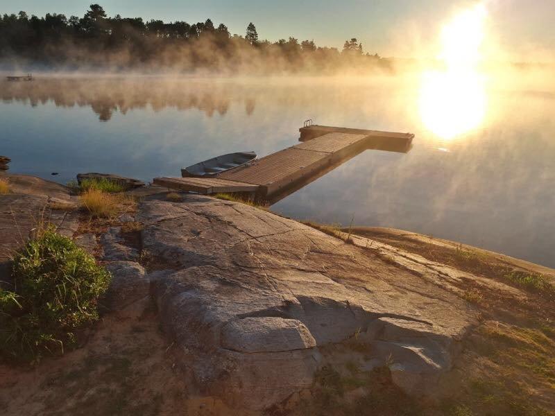 The Lake View, una casa de campo luminosa, tranquila y bien equipada, con terraza con vista a Deer Lake