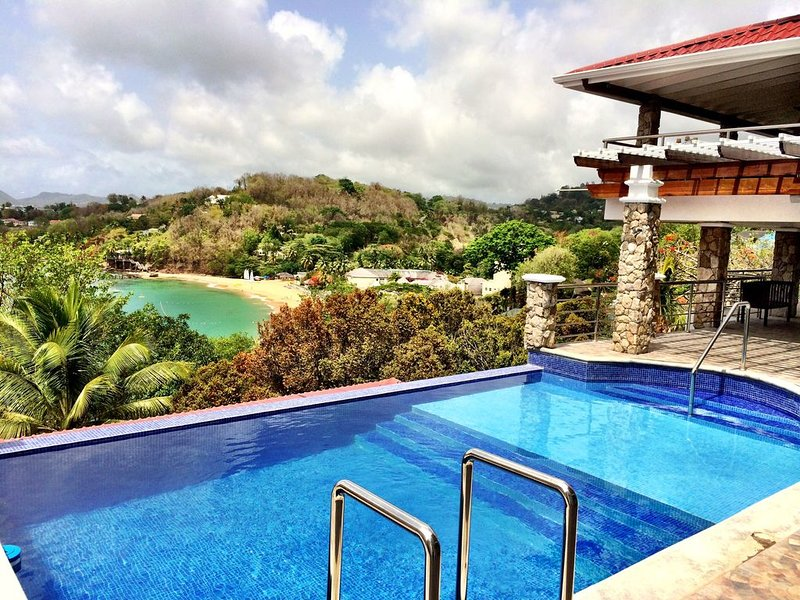 Beach Apartment with a Million Dollar View and a Wrap-Around Balcony, holiday rental in Castries