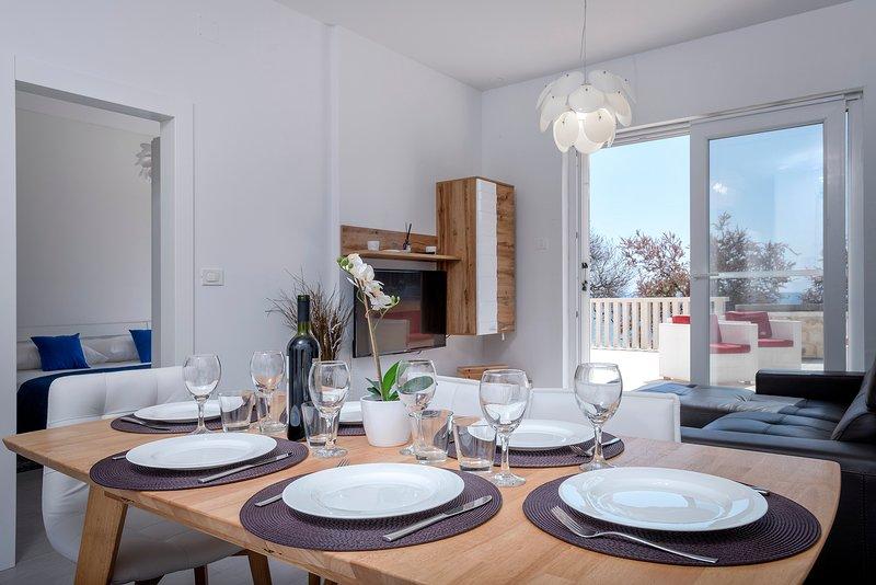 Luxury apart. on beach P1, vacation rental in Jelsa