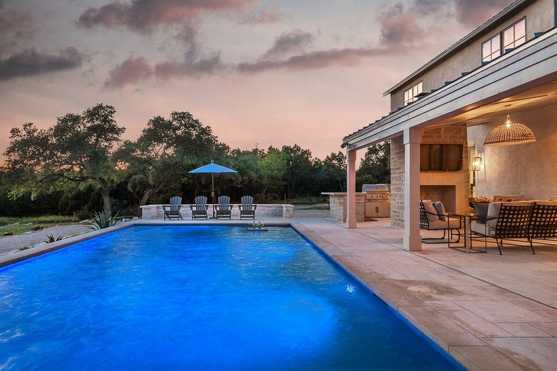 Relax and enjoy cocktails and a dip at sunset