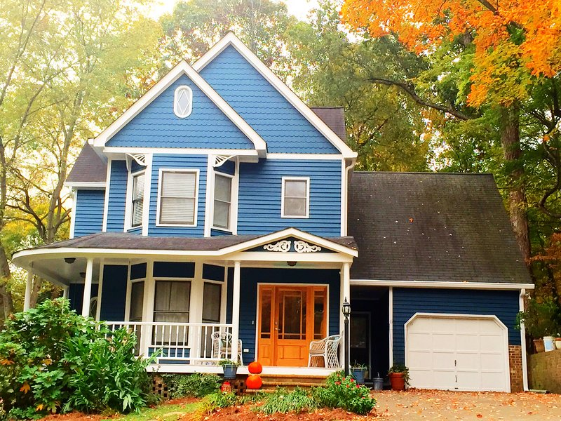 Updated, Spacious, Victorian Charmer!, vacation rental in Matthews