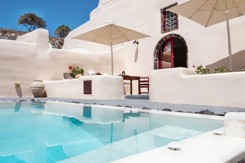 Abelis Canava Deluxe Suite with Private Pool up to 4 persons, vacation rental in Monolithos