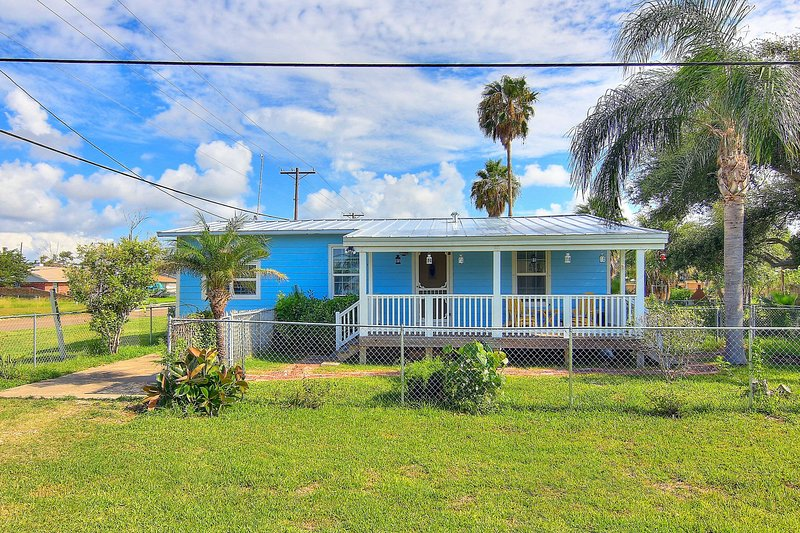new listing saltwater sweetie colorful cottage close to rh tripadvisor com
