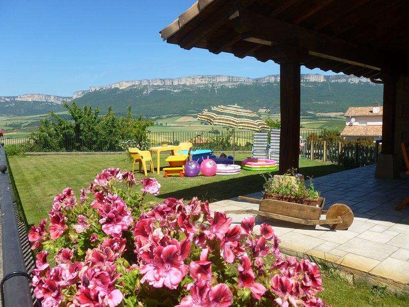 Casa rural Belástegui en Navarra con jardín