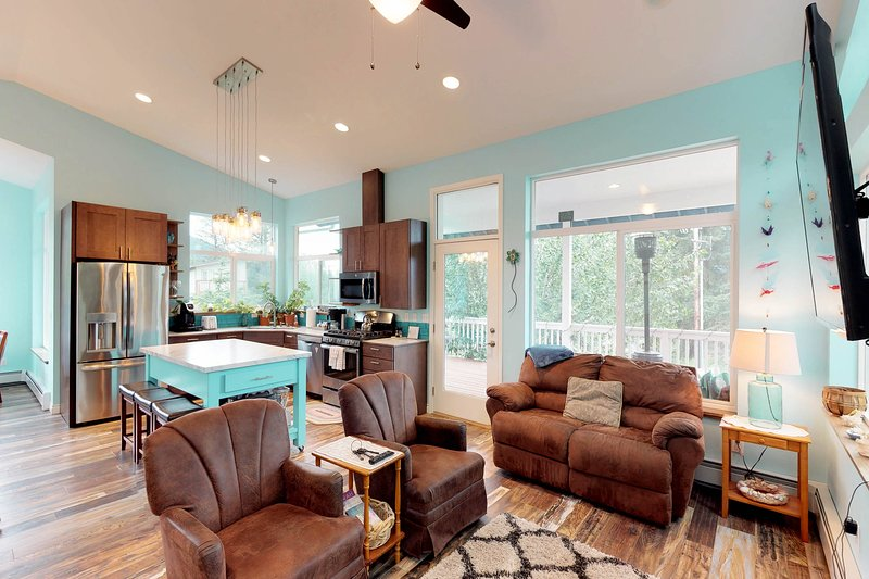Dog-friendly mountain home w/ a kitchen, WiFi, & breathtaking views, holiday rental in Anchorage