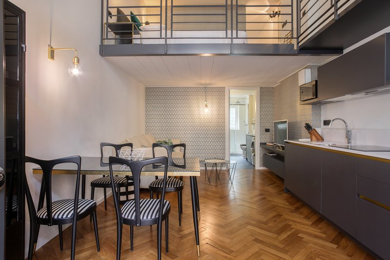 Modern apartment in the heart of the city - walk to dining, shopping & sights! Chalet in Milan